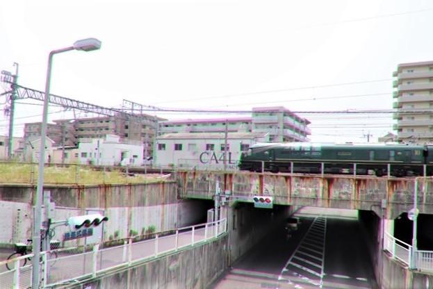 藤田八束の鉄道写真@ここは西宮、東海道本線が町中をはしります・・・瑞風、スーパーはくと、そして貨物列車「桃太郎」がはしる_d0181492_21320969.jpg
