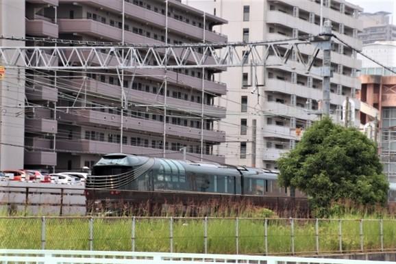 藤田八束の鉄道写真@ここは西宮、東海道本線が町中をはしります・・・瑞風、スーパーはくと、そして貨物列車「桃太郎」がはしる_d0181492_21323503.jpg