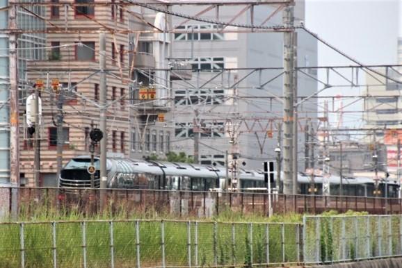 藤田八束の鉄道写真@ここは西宮、東海道本線が町中をはしります・・・瑞風、スーパーはくと、そして貨物列車「桃太郎」がはしる_d0181492_21325571.jpg