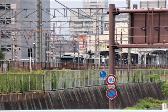 藤田八束の鉄道写真@ここは西宮、東海道本線が町中をはしります・・・瑞風、スーパーはくと、そして貨物列車「桃太郎」がはしる_d0181492_21330422.jpg