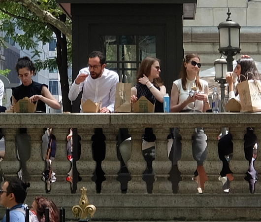 ニューヨークならではの立ち食いランチ?_b0007805_00391682.jpg