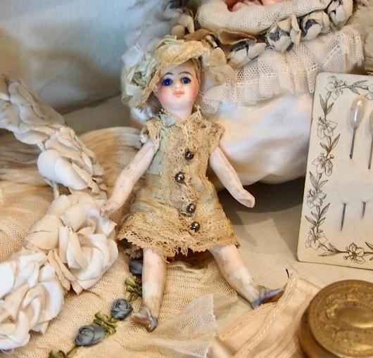 パリの蚤の市から大阪&池袋*妖精のようなミニョネットとパニエ型ジュエリーケースなど_c0094013_23452890.jpg