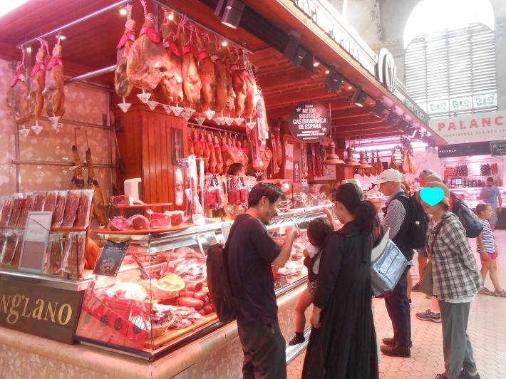 バレンシアで料理する 5)みんなでバレンシア中央市場へ!前編・圧巻のカタツムリ屋さん_a0095931_00092639.jpg