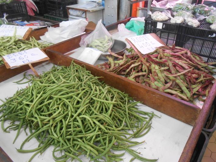 バレンシアで料理する 5)みんなでバレンシア中央市場へ!前編・圧巻のカタツムリ屋さん_a0095931_00423386.jpg