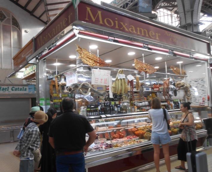 バレンシアで料理する 5)みんなでバレンシア中央市場へ!前編・圧巻のカタツムリ屋さん_a0095931_00511635.jpg