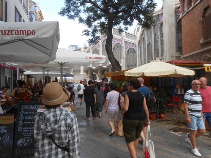 バレンシアで料理する 5)みんなでバレンシア中央市場へ!前編・圧巻のカタツムリ屋さん_a0095931_12303417.jpg