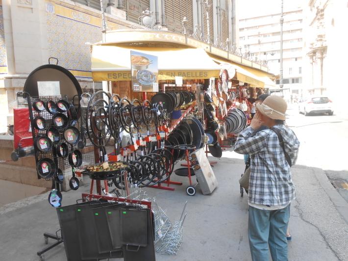 バレンシアで料理する 5)みんなでバレンシア中央市場へ!前編・圧巻のカタツムリ屋さん_a0095931_12493800.jpg