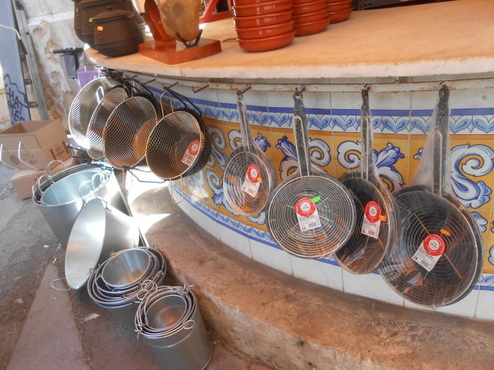 バレンシアで料理する 5)みんなでバレンシア中央市場へ!前編・圧巻のカタツムリ屋さん_a0095931_12501370.jpg