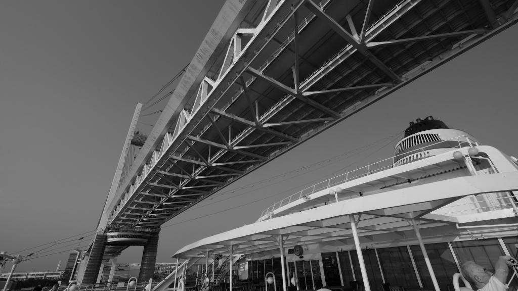 飛鳥 クルーズ 出航 横浜港 視点の違い_f0050534_07312924.jpg