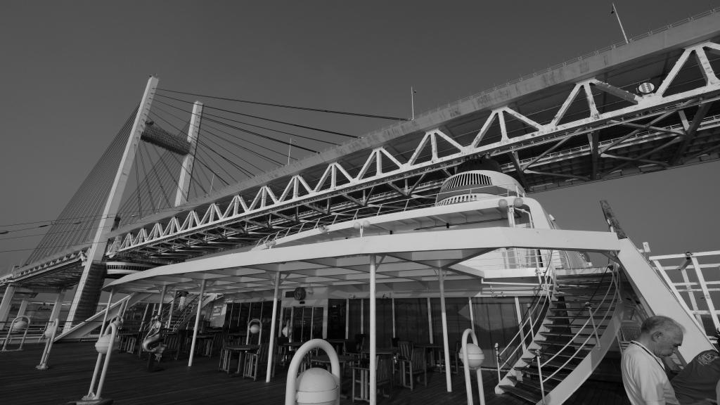 飛鳥 クルーズ 出航 横浜港 視点の違い_f0050534_07312939.jpg