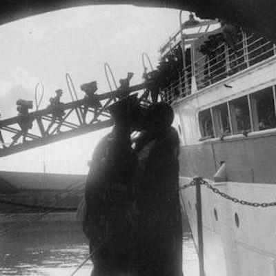 """悲しみの水先案内人は""""Montez à bord!""""と言って舵を切った。_c0109850_02402167.jpg"""