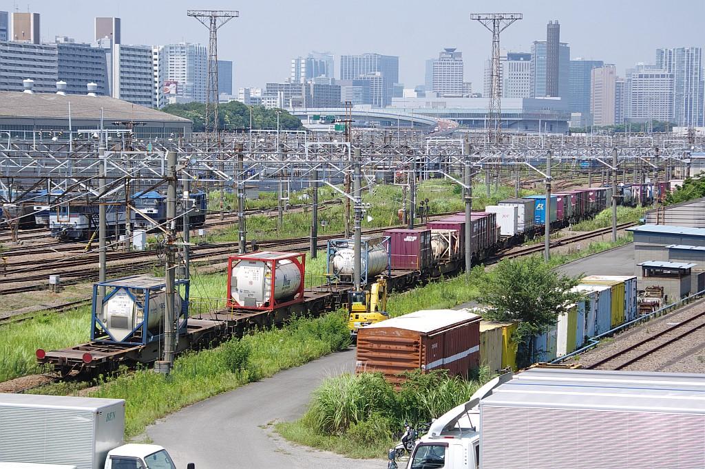 8/3東京貨物ターミナルにて1060レのコキとコンテナ_f0203926_2335530.jpg