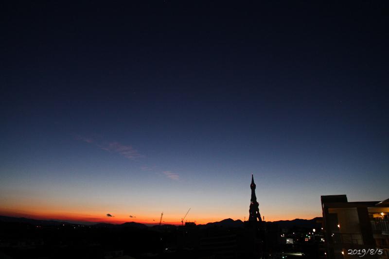 東の空、日の出前_e0310446_05054178.jpg