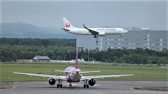 藤田八束の鉄道写真@札幌空港の飛行機達、札幌で見つけた可愛いマンホール_d0181492_22421502.jpg
