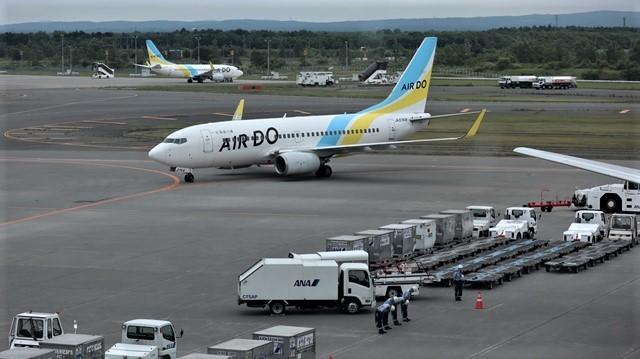 藤田八束の鉄道写真@札幌空港の飛行機達、札幌で見つけた可愛いマンホール_d0181492_22423187.jpg
