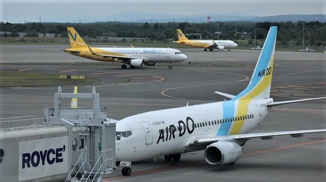 藤田八束の鉄道写真@札幌空港の飛行機達、札幌で見つけた可愛いマンホール_d0181492_22423938.jpg