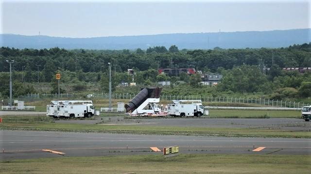 藤田八束の鉄道写真@札幌空港で離発着する飛行機、札幌空港からの貨物列車の写真、楽しい飛行機たちが勢ぞろいした札幌空港_d0181492_22433970.jpg