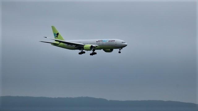 藤田八束の鉄道写真@札幌空港で離発着する飛行機、札幌空港からの貨物列車の写真、楽しい飛行機たちが勢ぞろいした札幌空港_d0181492_22442639.jpg