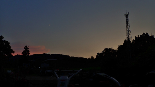 夕暮れの月を見ながら・・・_c0336902_21170914.jpg