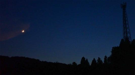 夕暮れの月を見ながら・・・_c0336902_21172108.jpg