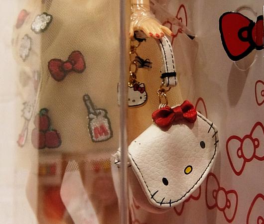 """キティちゃんファッションのバービー人形 \""""Barbie Hello Kitty Doll\""""_b0007805_10552061.jpg"""