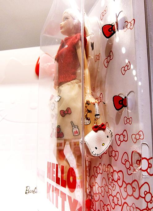 """キティちゃんファッションのバービー人形 \""""Barbie Hello Kitty Doll\""""_b0007805_10555969.jpg"""