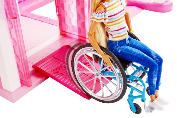 美の多様性や個性の大切さを伝える「車椅子のバービー人形」、8月9日より日本国内トイザらスにて限定販売_b0007805_21333694.jpg