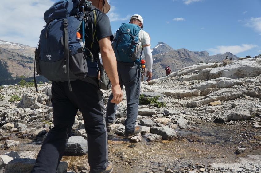 「アイスライン・トレイル」足慣らしハイキングへ_d0112928_09441550.jpg