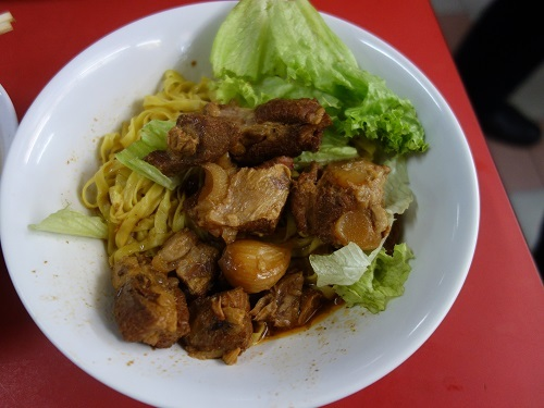 シンガポールのChinatown Hawker centerで排骨麺_c0030645_13202722.jpg