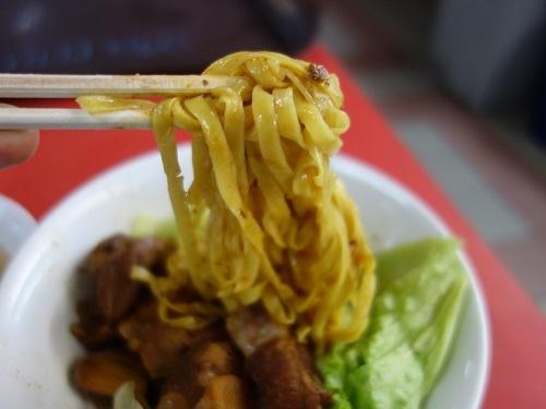 シンガポールのChinatown Hawker centerで排骨麺_c0030645_13203014.jpg