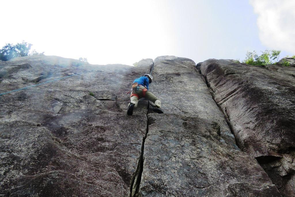 御在所岳峠岩クライミング_b0227552_20584508.jpg