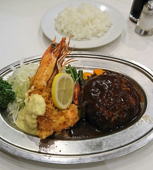 大きな海老フライとジューシーなハンバーグ定食・レストラン桂@三越前_f0337357_20090166.jpg