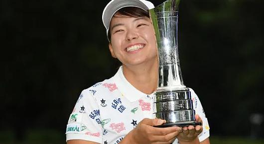 \'Smiling Cinderella\'(笑顔のシンデレラ)、全英女子オープン・ゴルフ優勝と世界中で大反響!!_b0007805_00570917.jpg