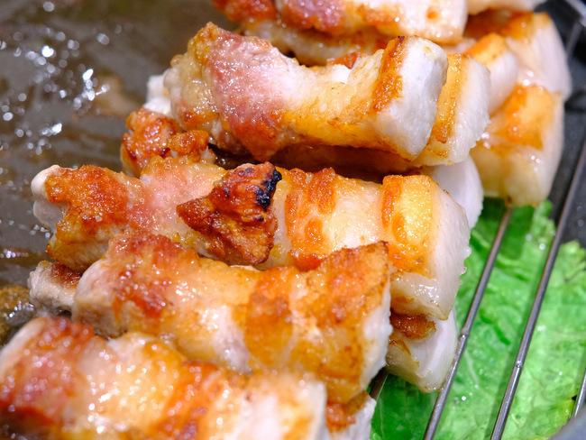 「新橋 ヨプの王豚 熟成豚肉サムギョプサル」_a0000029_09524896.jpg