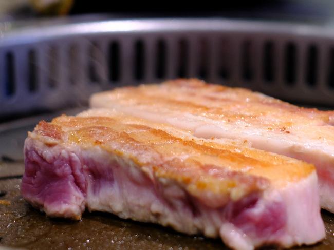 「新橋 ヨプの王豚 熟成豚肉サムギョプサル」_a0000029_09583264.jpg