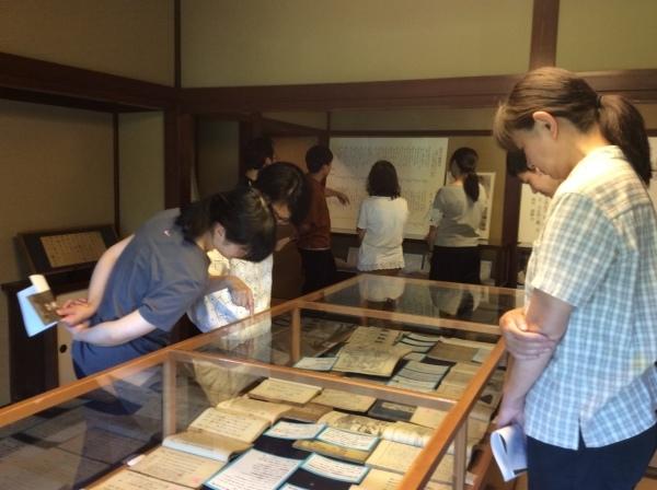 山中小学校の先生方が「芭蕉の館」を視察研修。_f0289632_20512710.jpg