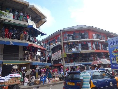 奴隷貿易の賜物?ガーナのアクラで本場のジョロフライス_c0030645_11304060.jpg