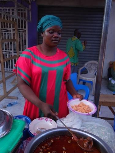 奴隷貿易の賜物?ガーナのアクラで本場のジョロフライス_c0030645_11304579.jpg