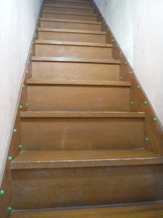 室内リフォーム ~ 階段の重ね張り_d0165368_07092558.jpg