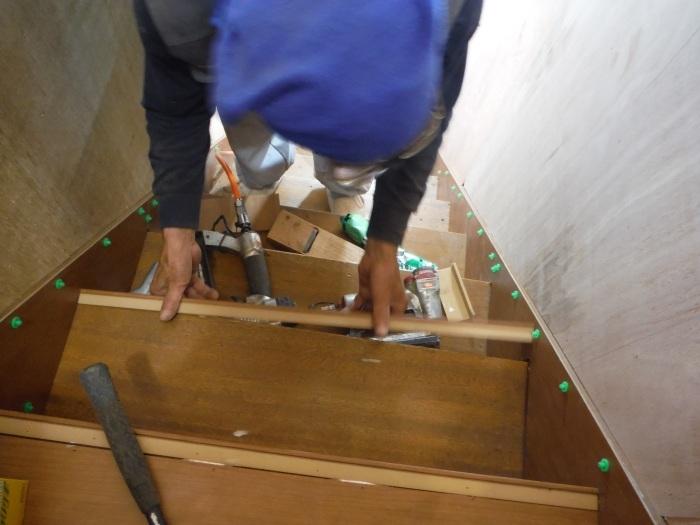 室内リフォーム ~ 階段の重ね張り_d0165368_07094432.jpg