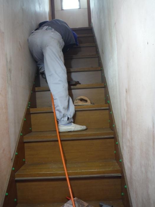 室内リフォーム ~ 階段の重ね張り_d0165368_07100663.jpg