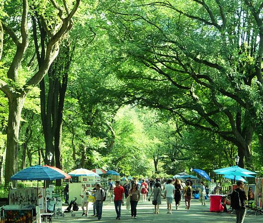 夏のニューヨークの風景、セントラルパーク最大の並木道(The Mall)_b0007805_03502089.jpg