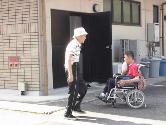 8/8 散歩_a0154110_09134587.jpg