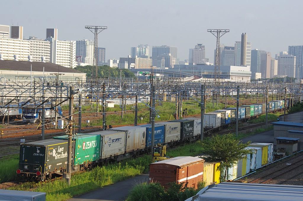 8/3東京貨物ターミナルにてSGS60レのコキとコンテナ_f0203926_22474353.jpg