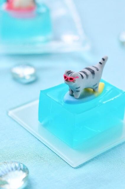 世界猫の日に、「海で猫たちが大はしゃぎ♪」_d0025294_10544700.jpg