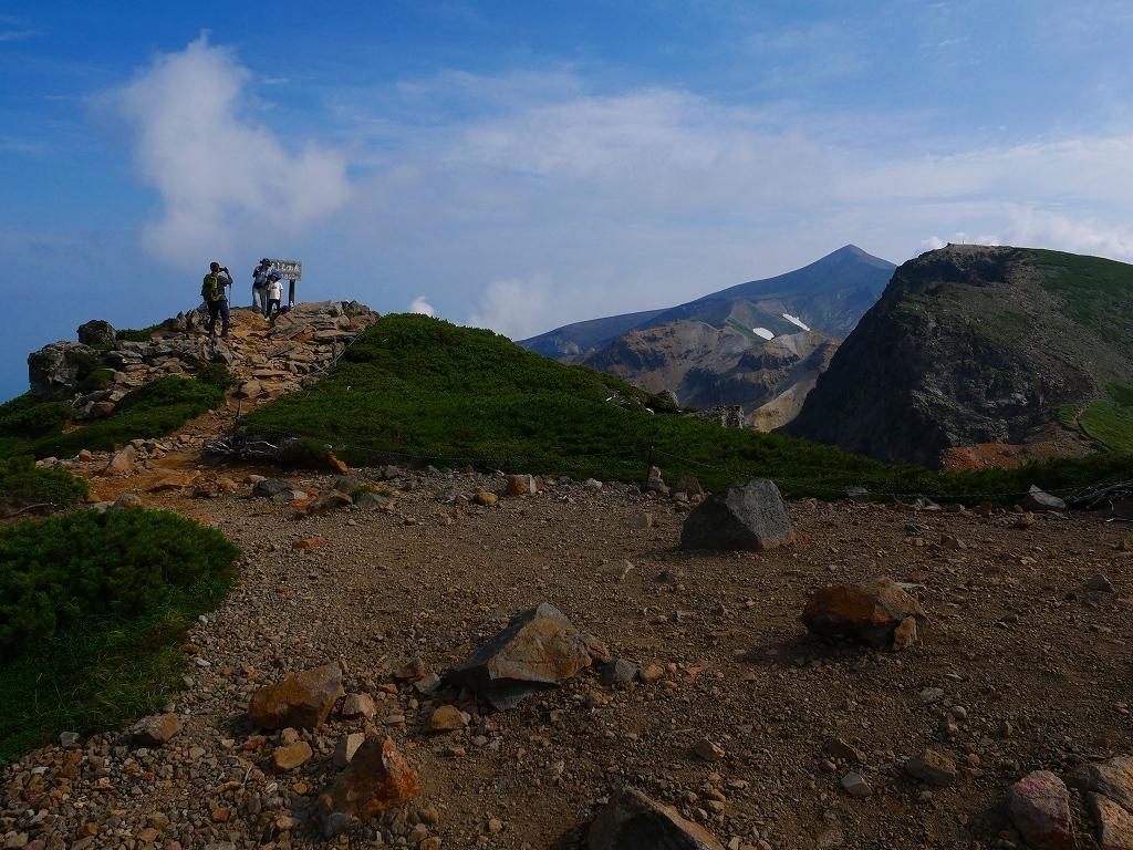上富良野岳から十勝岳ピストン、2019.8.7ーその1ー_f0138096_13220258.jpg