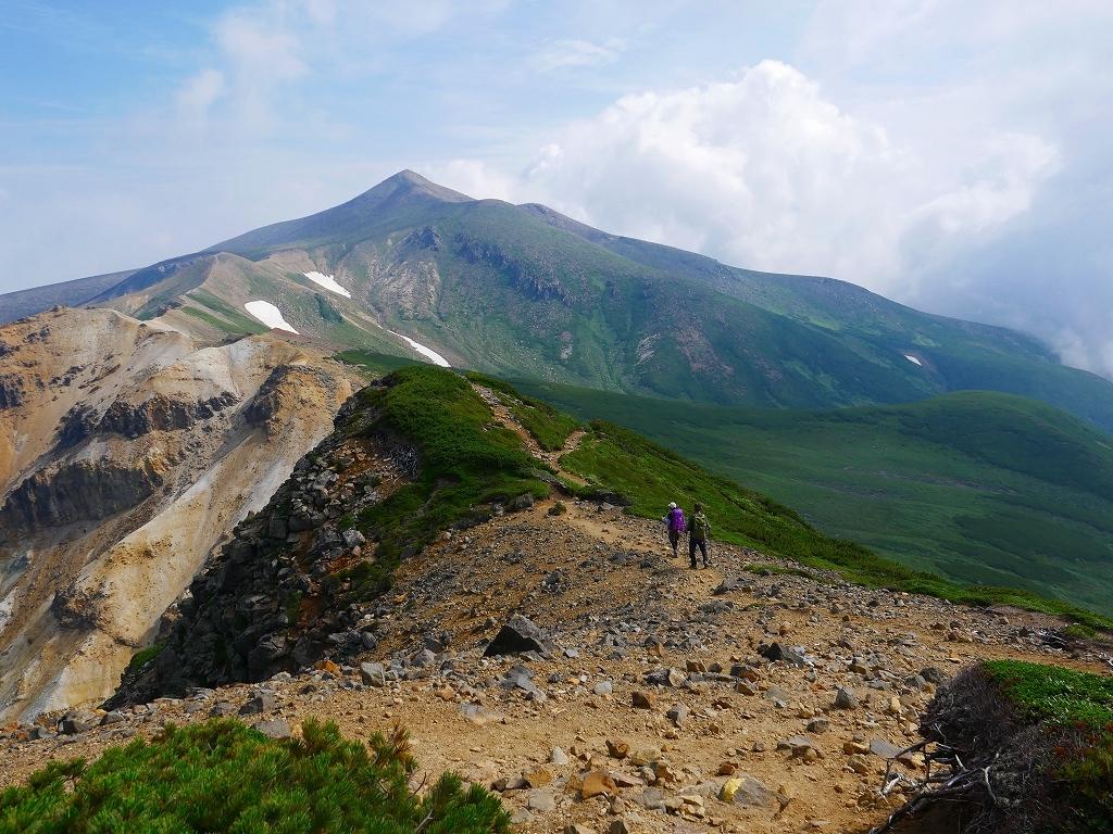 上富良野岳から十勝岳ピストン、2019.8.7ーその1ー_f0138096_13220557.jpg