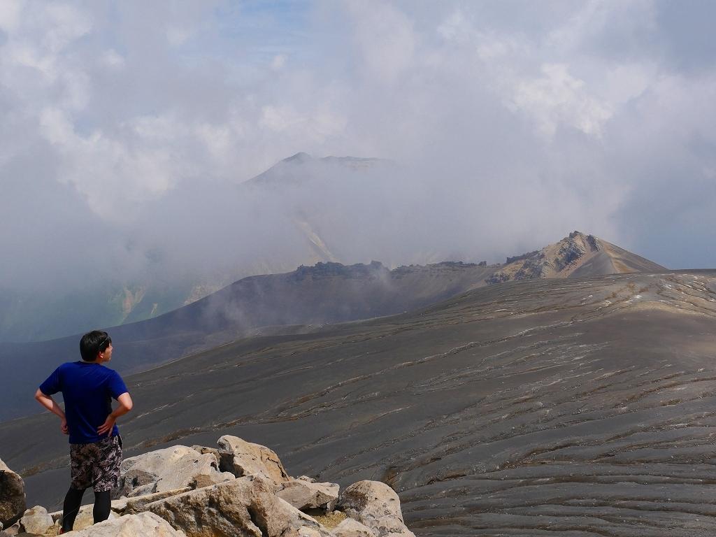 上富良野岳から十勝岳ピストン、2019.8.7ーその1ー_f0138096_13233749.jpg