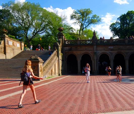 セントラルパークのベセスダ・テラス(Bethesda Terrace)から見下ろす噴水広場と湖_b0007805_05194952.jpg