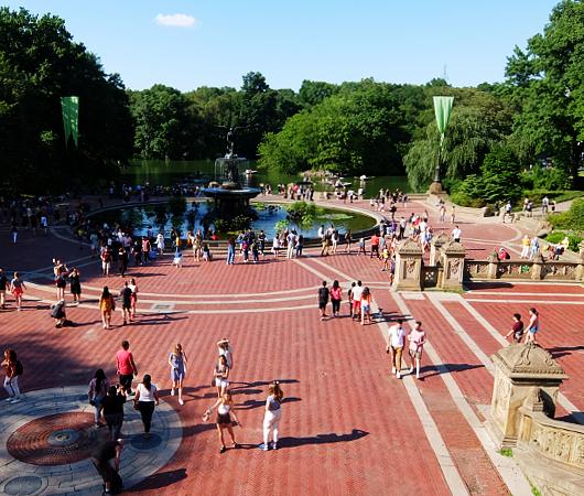 セントラルパークのベセスダ・テラス(Bethesda Terrace)から見下ろす噴水広場と湖_b0007805_05242170.jpg
